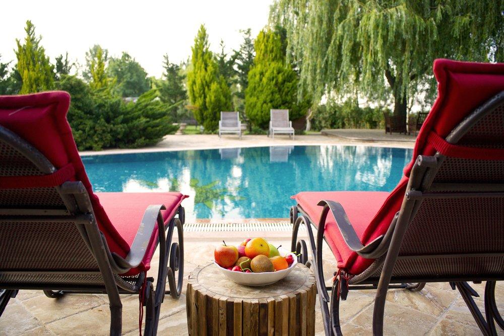 apples-aqua-beach-chairs-459570.jpg