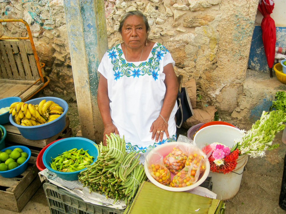 Semillas Tzucacab Irma Selling Veggies - Leonor Dzul Uc - Chelsea Wills - Devon Sampson.jpg
