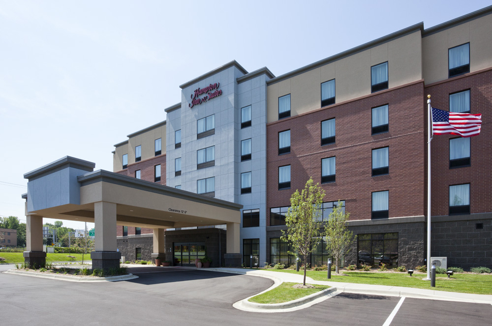 Hampton Inn Minnetonka-Exterior Day2.jpg