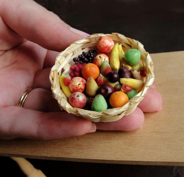 little_big_fruit_basket_by_fairchildart-d7kr99o.jpg