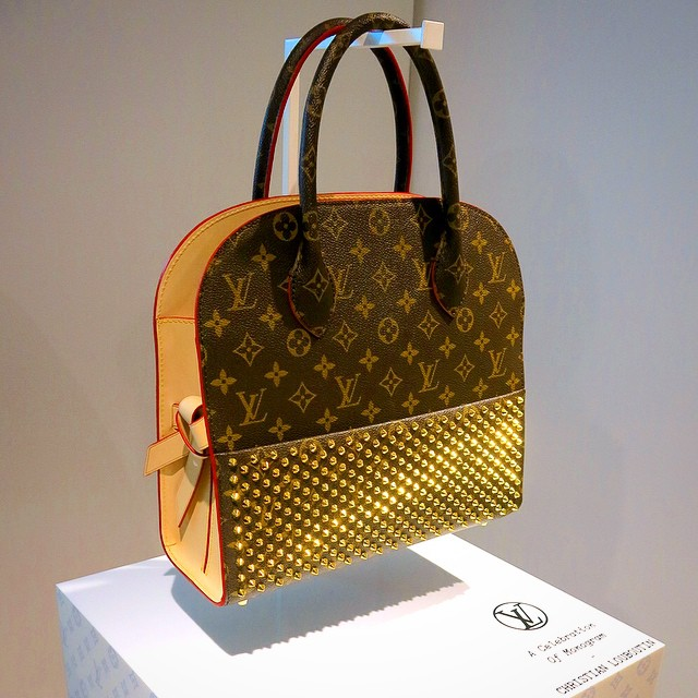 bbebe46b5f1 Louis Vuitton Granted A Design Patent for This Luggage Tote Bag ...