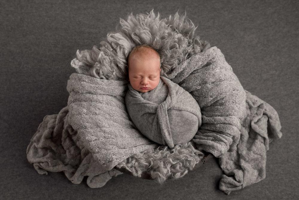 Eligh newborn-2.jpg