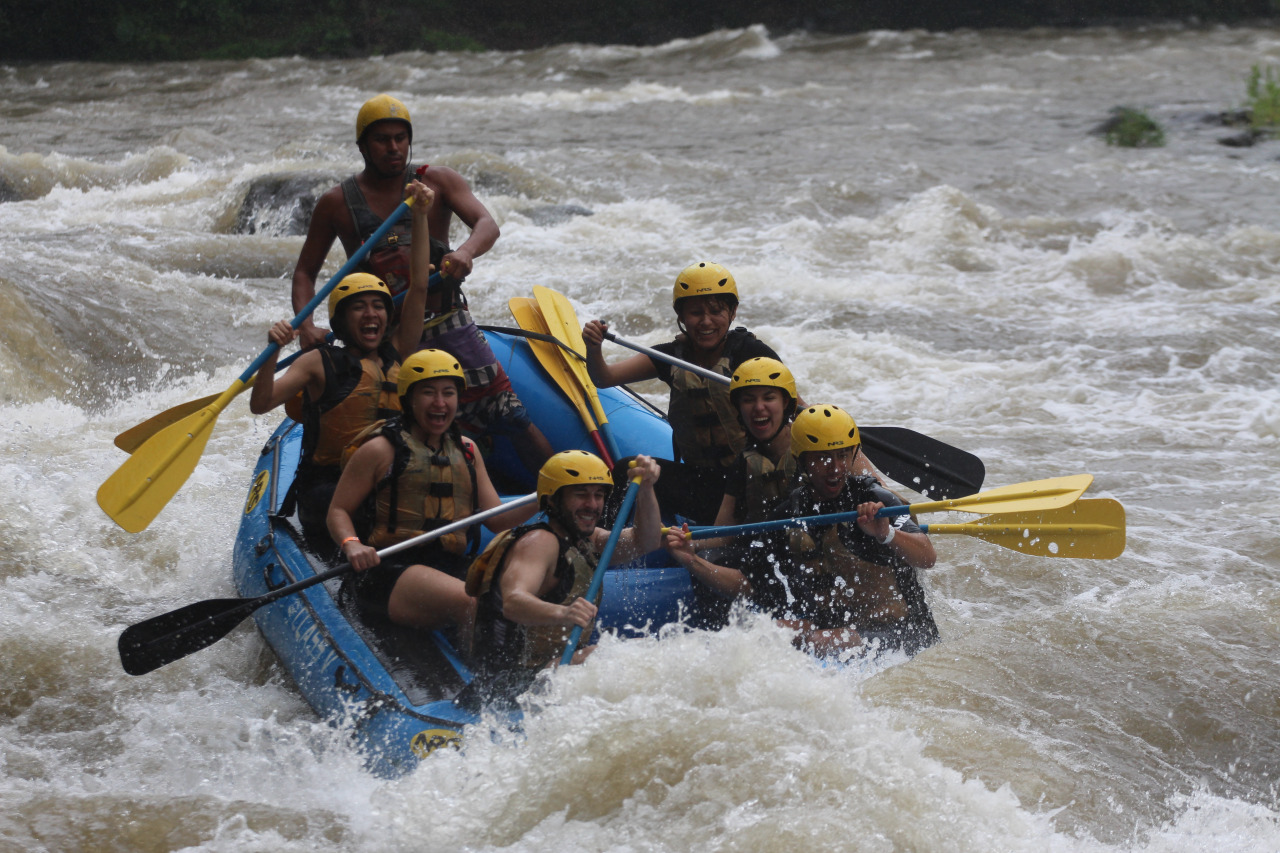 Whitewater rafting down Rio Balsa!