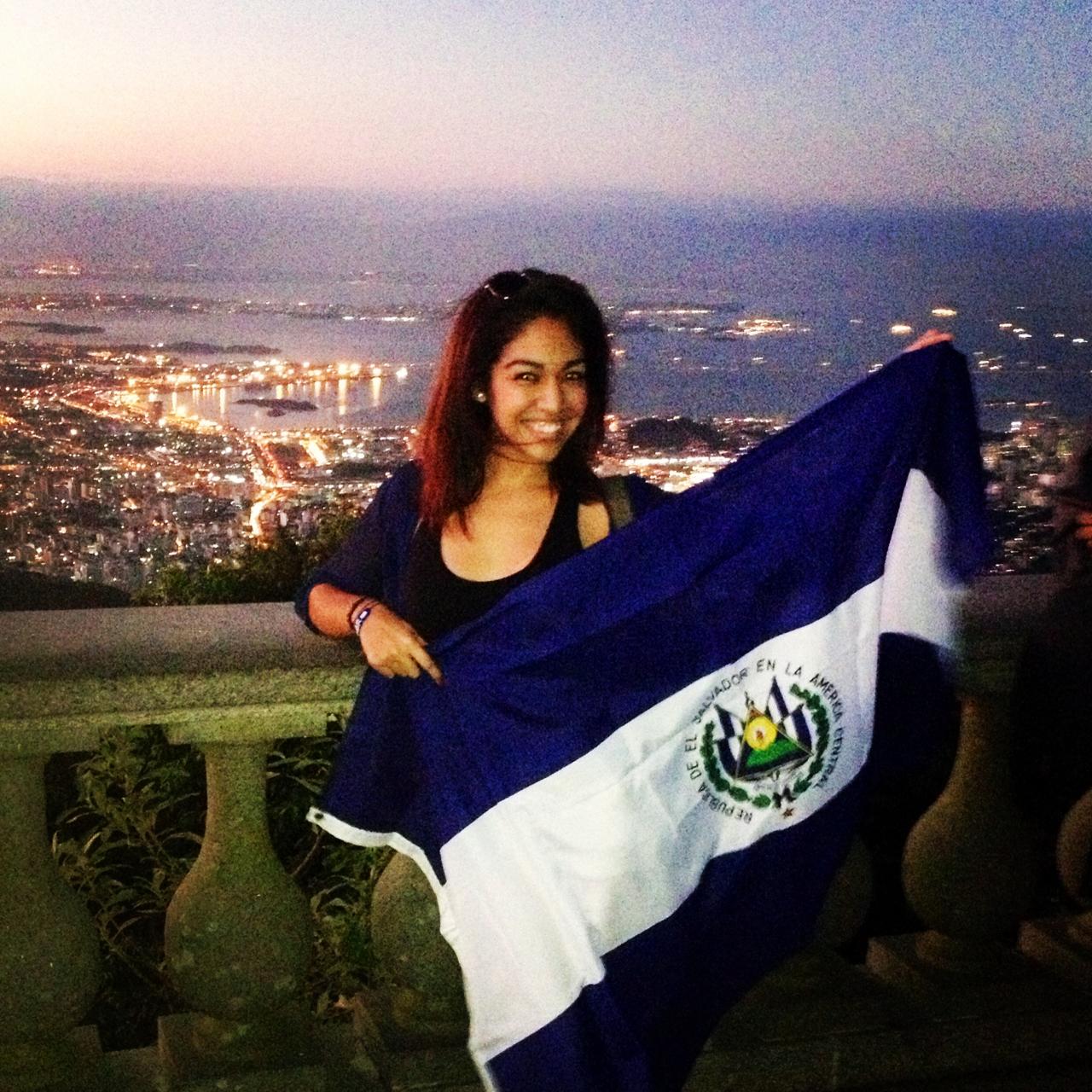 """No me dudes cuando diga algo…yo dije """"Voy a Brasil!"""" y aqui estoy!Viviendo un sueño!Reppin my beautiful country, El Salvador!"""