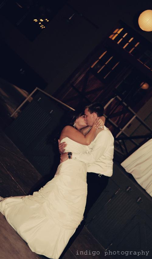 wedding-dance-kiss