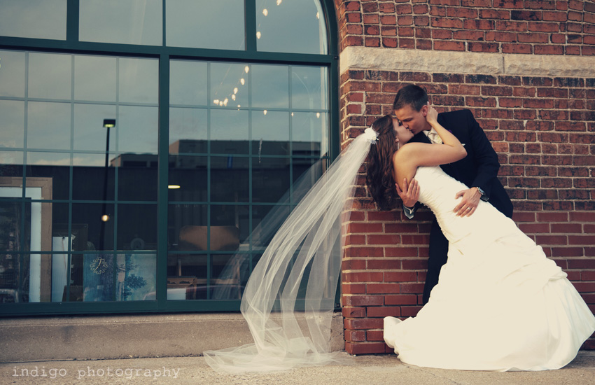 wedding-kissing