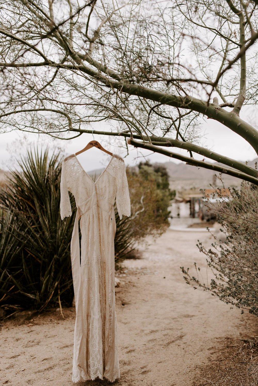 joshua-tree-elopement-wedding-photographers-18.jpg