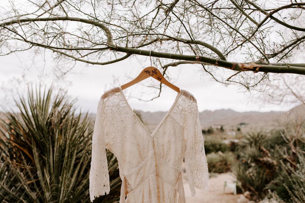 joshua-tree-elopement-wedding-photographers-17.jpg