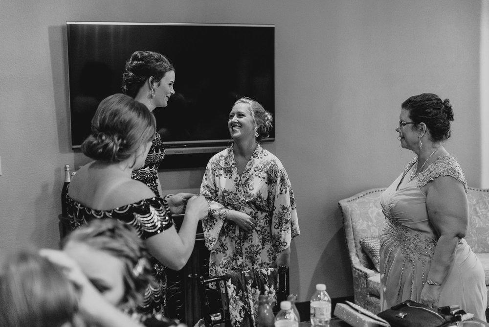 dc-winery-wedding-photos-beloit-wi-wedding-photographers-22.jpg