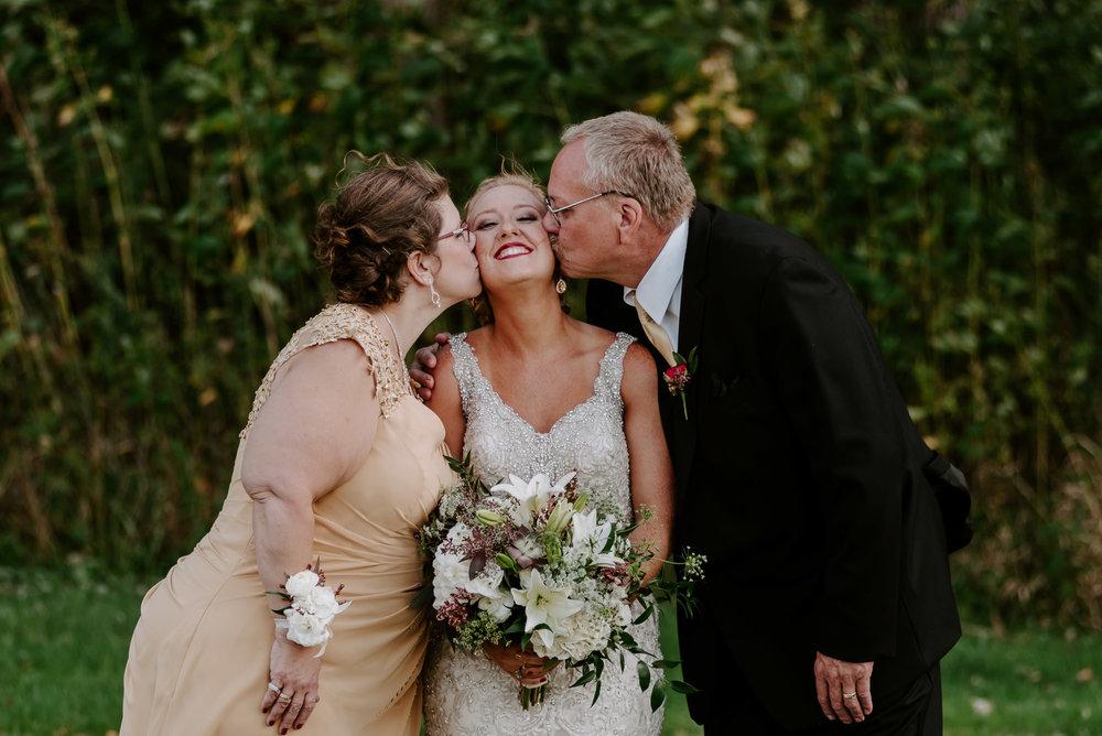 dc-winery-wedding-photos-beloit-wi-wedding-photographers-65.jpg