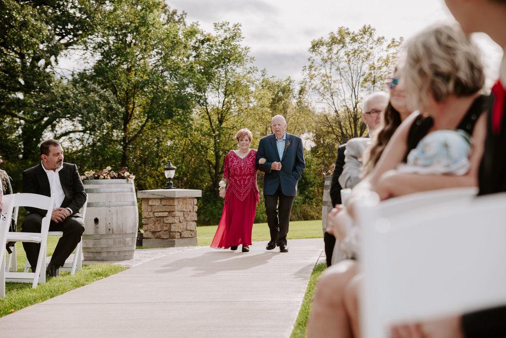 dc-winery-wedding-photos-beloit-wi-wedding-photographers-114.jpg