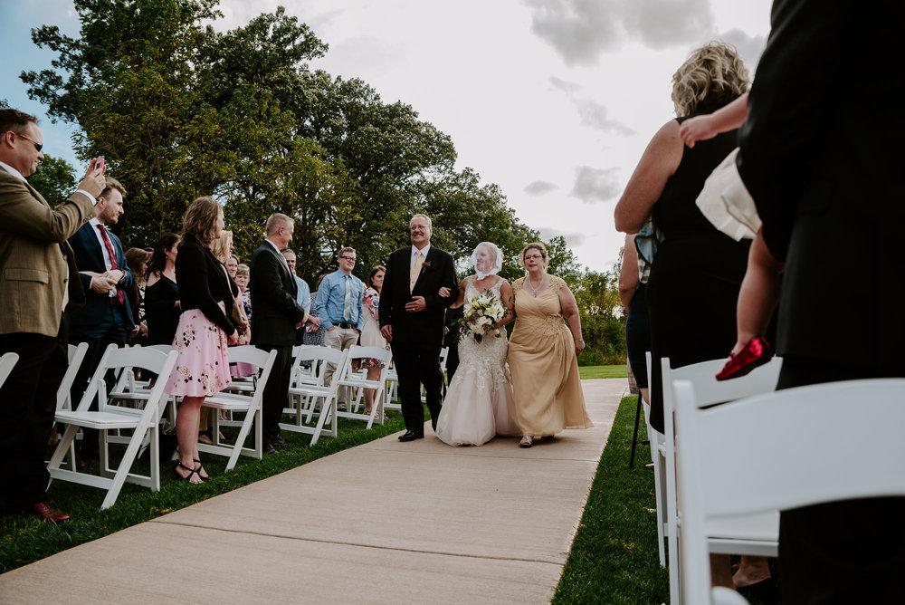 dc-winery-wedding-photos-beloit-wi-wedding-photographers-128.jpg