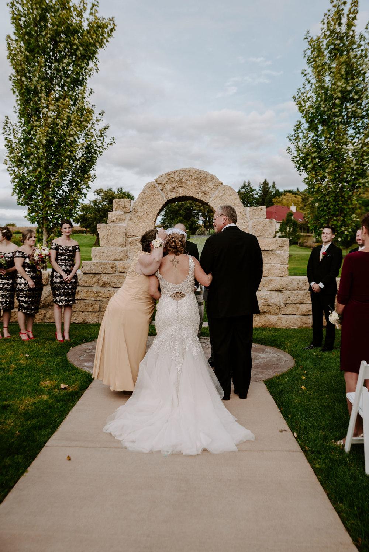 dc-winery-wedding-photos-beloit-wi-wedding-photographers-131.jpg