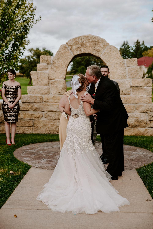 dc-winery-wedding-photos-beloit-wi-wedding-photographers-135.jpg