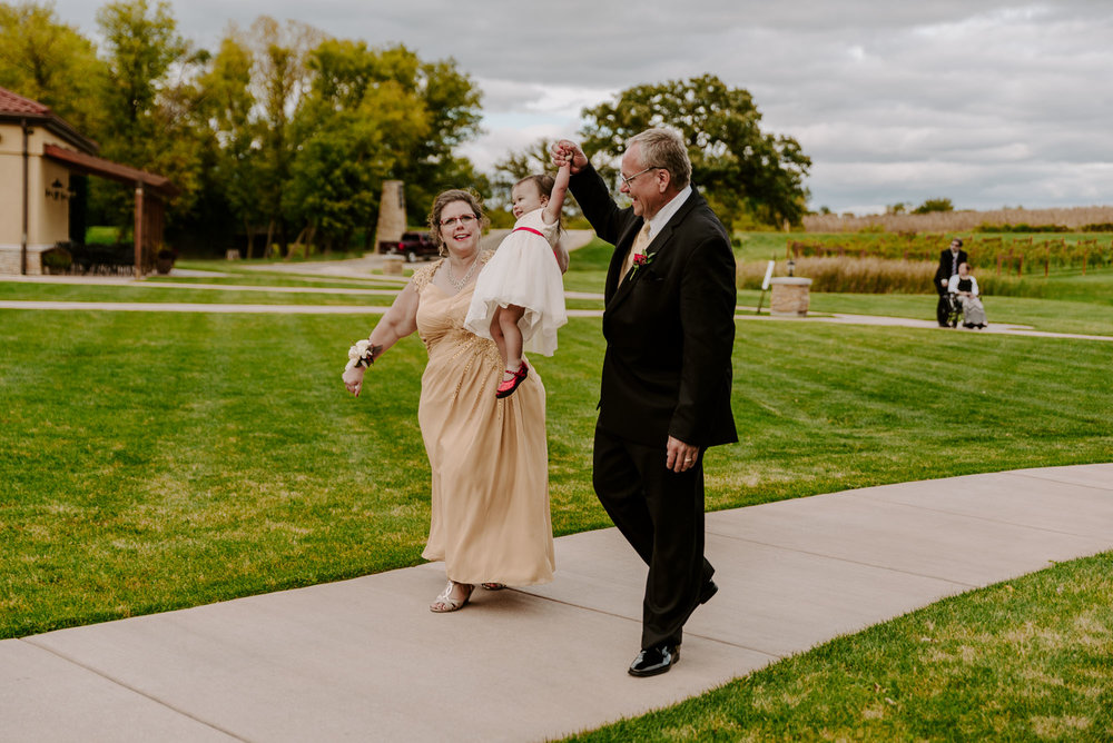 dc-winery-wedding-photos-beloit-wi-wedding-photographers-172.jpg