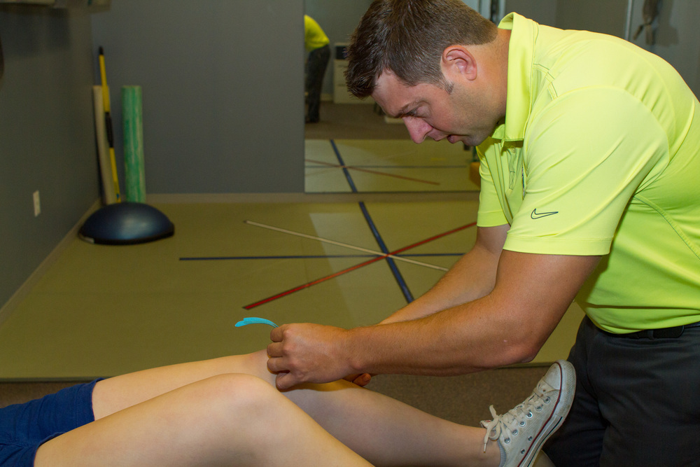 Kinesiology tape application for poor patellar tracking