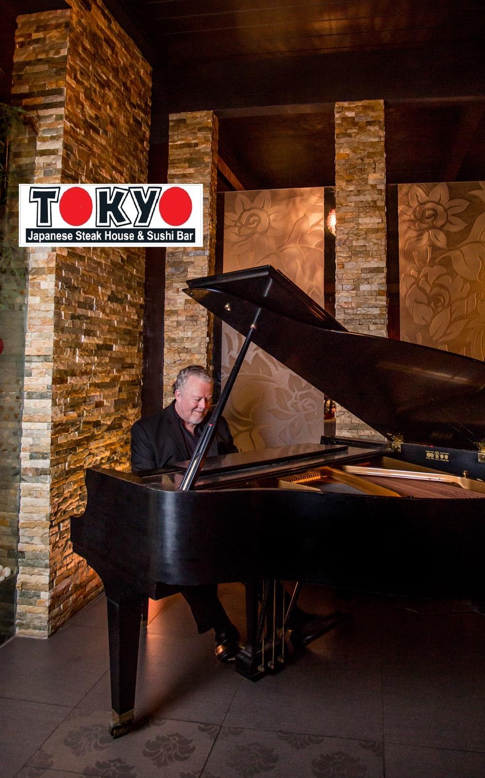 piano player pic.jpg