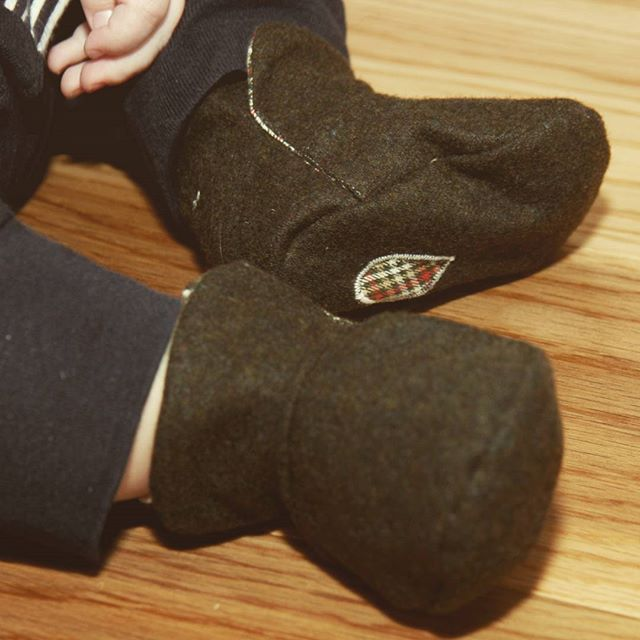 Cosy wool Oppi boots are in our shop now. Plenty of room for little toes to kick. Soft Velcro fastening makes sure they stay on. All #handmade from ethically sourced fabric.