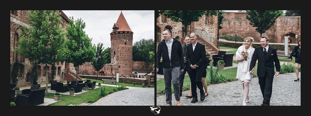 Brautpaar kommt am Schloss an