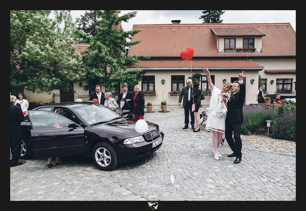 Brautpaar mit Luftballons