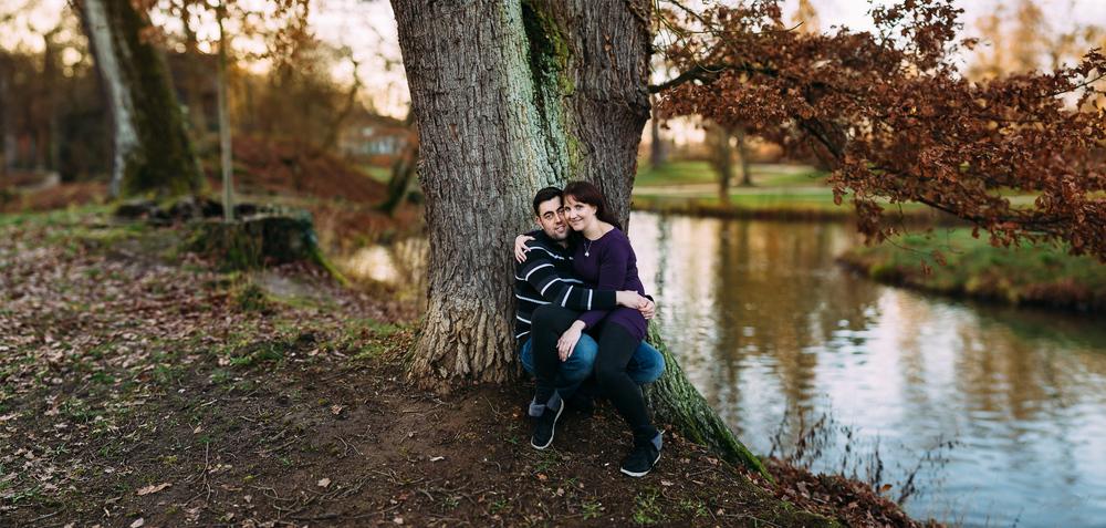 Verlobungsshooting mit Sarah & Philipp - Paarshooting am See mit Brenizer Methode fotografiert | www.für-immer-mein.com