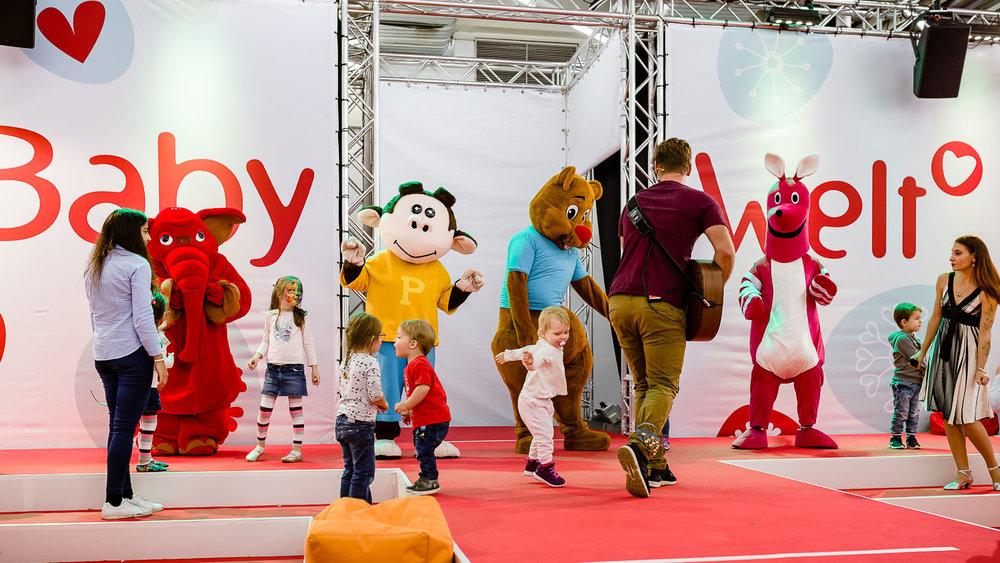 Musik mit Basti, Kindern und tanzenden Tieren auf der Babywelt Messe in München   Foto: Peter Meyer www.für-immer-mein.com