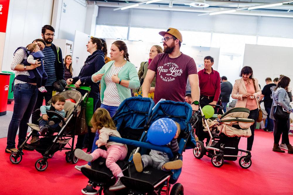 Besucherandrang auf der Babywelt Messe in Muenchen