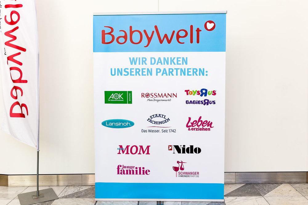 Schild mit Dank an die Partner der Babywelt Messe