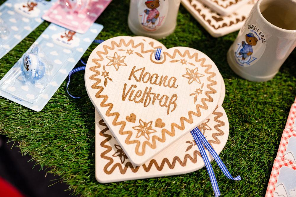 """Holz-Herz mit Aufschrift """"Kloana Vielfraß"""""""