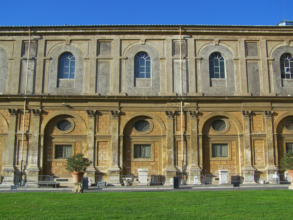 In the courtyard of the Vatican Museums.jpg