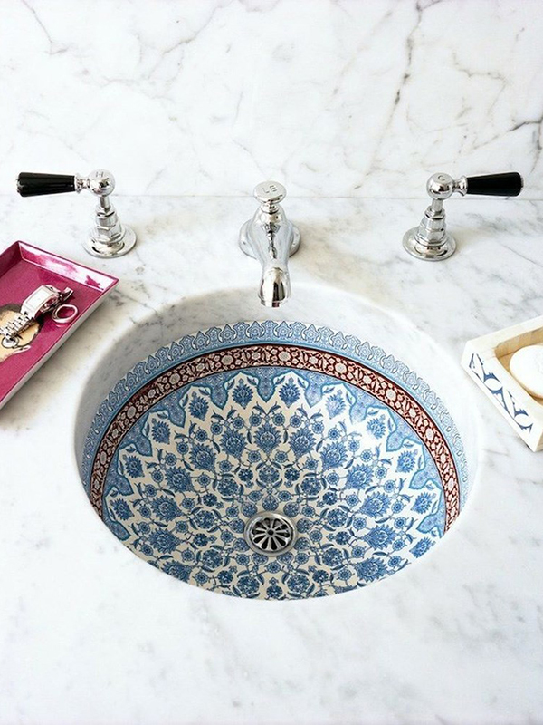 Nobody wants to see your food bits stuck in the basin - get one that rinses clean