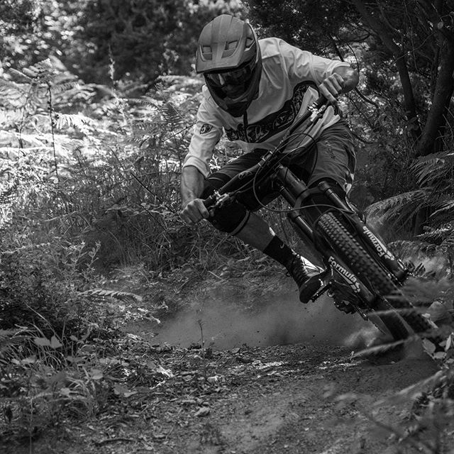 Midsummer trail dust deployment - @rivieride crew, fast and focused in Southern France. . #onlywhatsnecessary #mtbfrance #rivieride #trails #focus #rapid #ownfr01