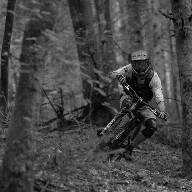 The @rivieride boys paid us a recent visit to the OWN design lab and to shred the local trails around lake Annecy. Check out the full video edit and photo journal over at PinkBike.com now - link in our bio . #trailgold #annecy #hautesavoie #FR01 #lesalps #owndesignlab #rivieride