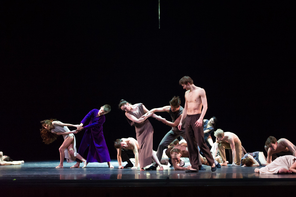 L-R: Grace Charles and Ioan Williams performing with the Mariinsky Ballet.
