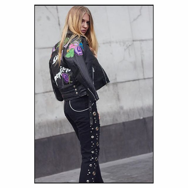 Women's Street  #fashion #fashionstyle #style #stylish #street #streetfashion #iamleoo #fashionweek #streetwear #mexico#streetstyle #likelike #like4like #instafashion  #instagood #woman #womansstyle #like4follow #mbfwmx #f4f