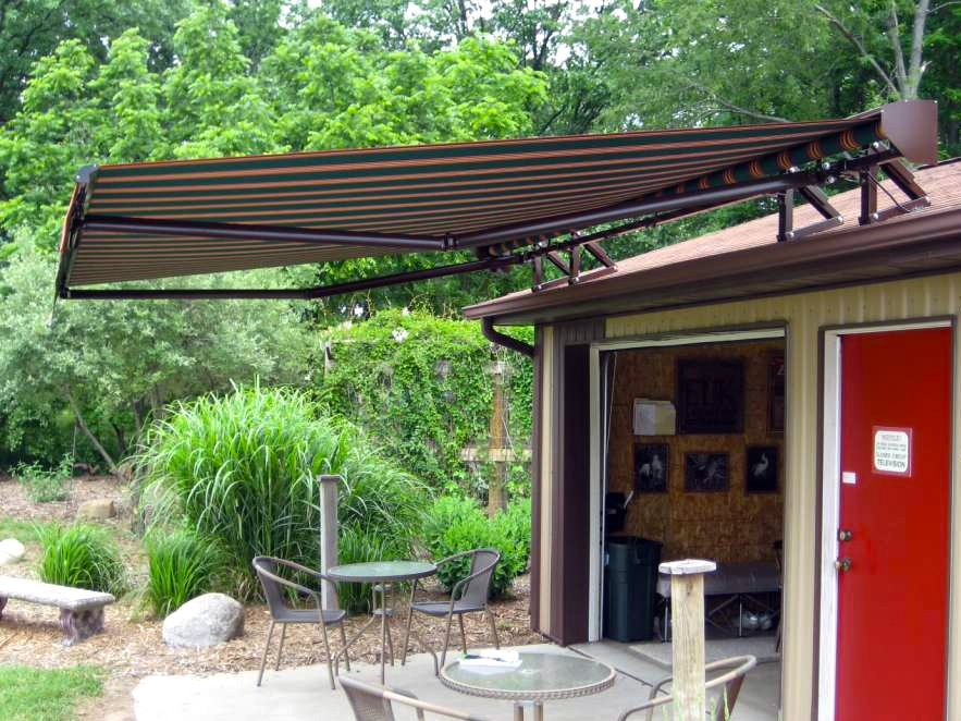 roof_mount_awning1.jpg