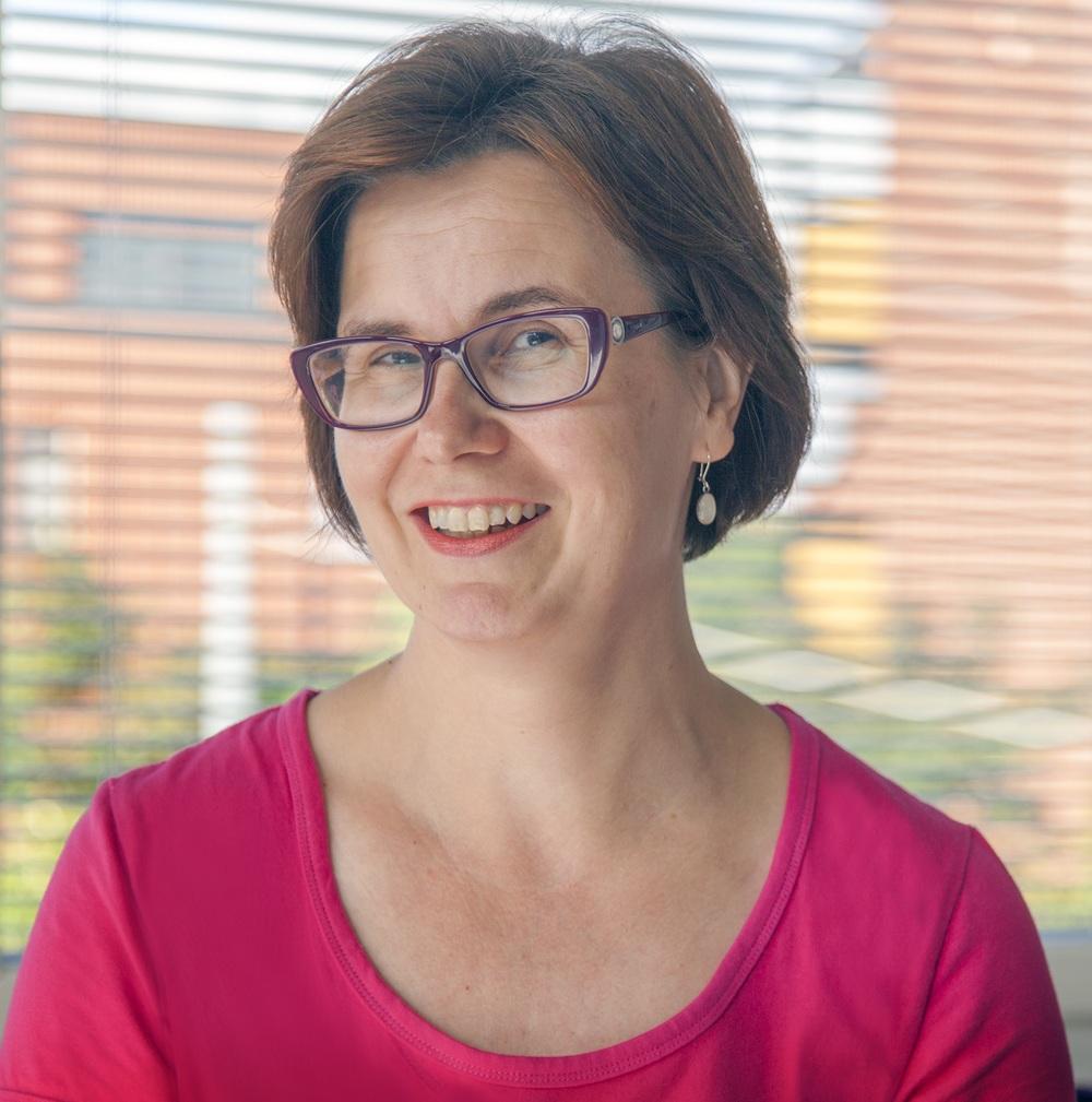 Harriet Lonka, hallintotieteiden lisensiaatti
