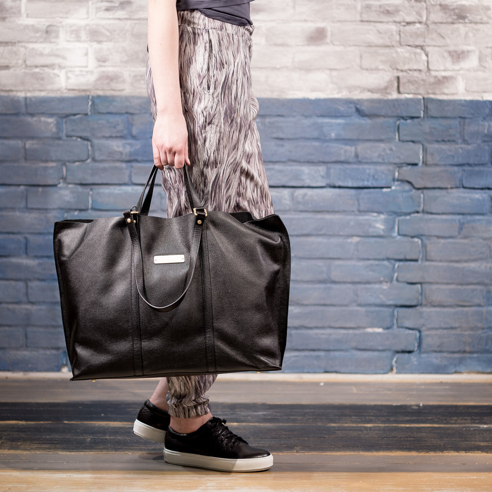 WOMAN FEATHER PANTS AND BAG.jpg