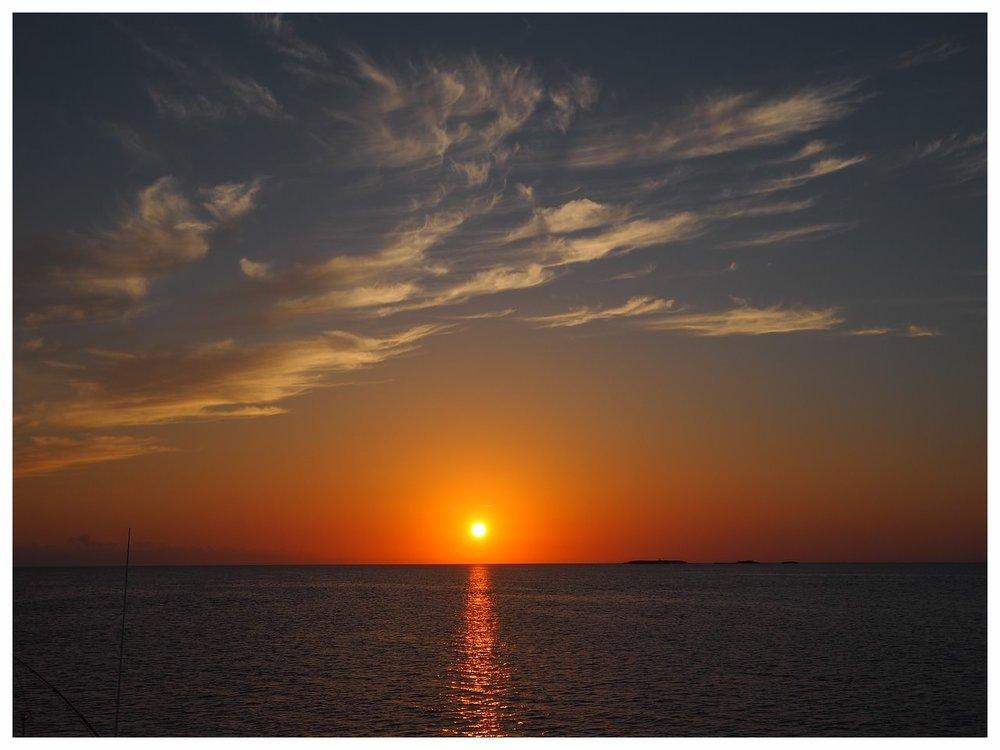 sunset-2428829_1280.jpg