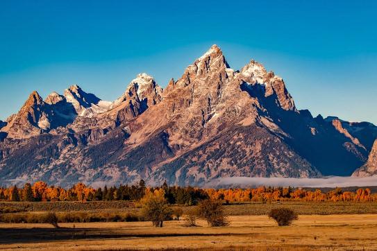 Mountains Westernish.jpg