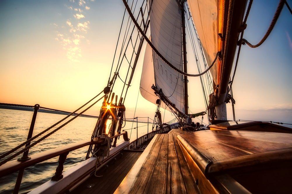 sailing-2542901_1280.jpg