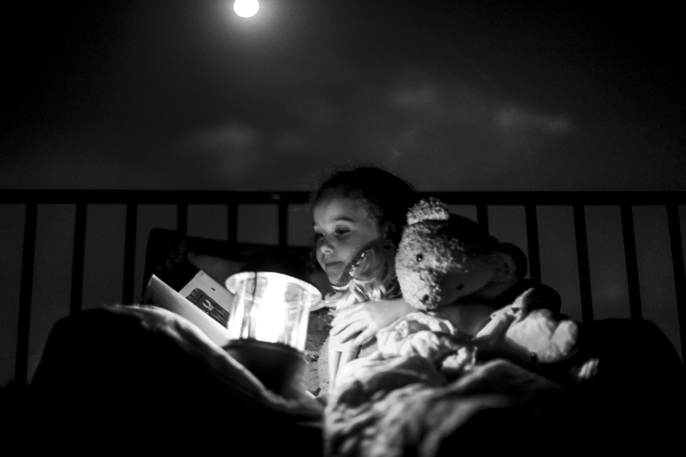 reading_by_moonlight_Houston_lifestyle_photographer-2