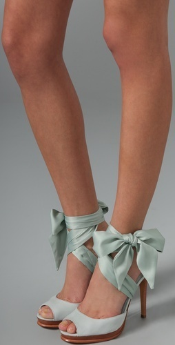 Something blue bow wedding shoes