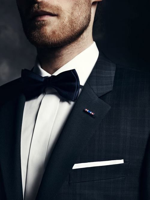 Bow tie and subtle design for the groom