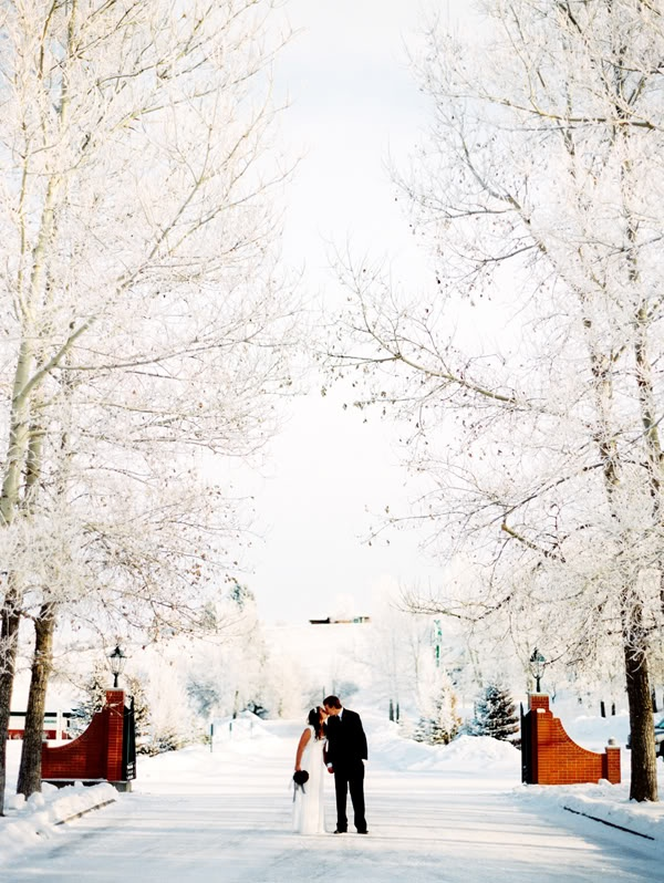 Snow: the most perfect accessory for a winter wedding!
