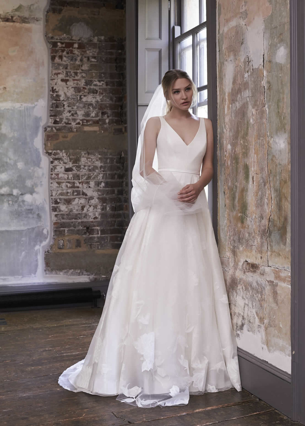 Sassi Holford - Experience the new collection of Britain's most respected bridal designer!