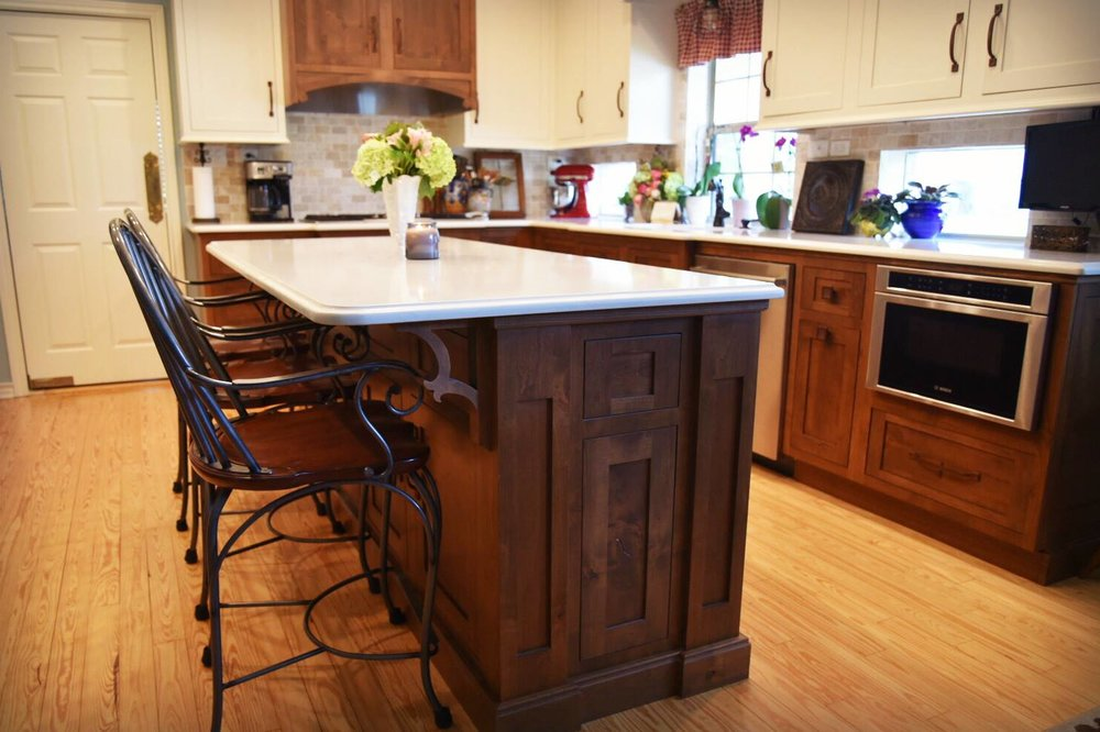 We supplied the Shiloh cabinetry, quartz countertops, tile backsplash, Bosch appliances, Hoshizaki ice maker, and Soci sink.