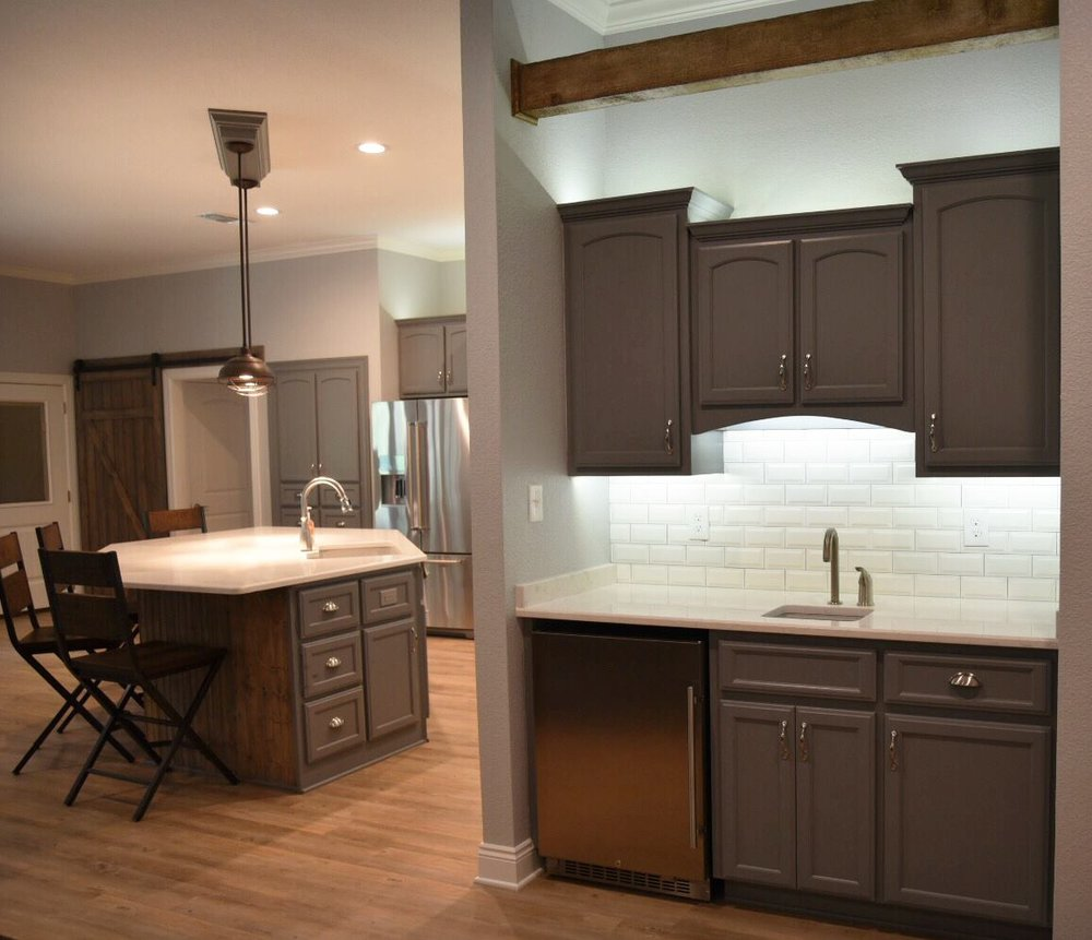 In this sleek, gorgeous kitchen from a new home in Texarkana we supplied the cabinet materials, Karndean flooring, Interceramic backsplash tile, and Cambria quartz countertops!