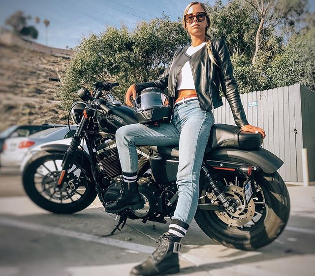 Best way to escape. 🏍 . . . . . . . . . . . #harley #harleydavidson #sportster #bikerchick #la #biker #happyplace  #esterudden #leather Photo: @michellealexandria