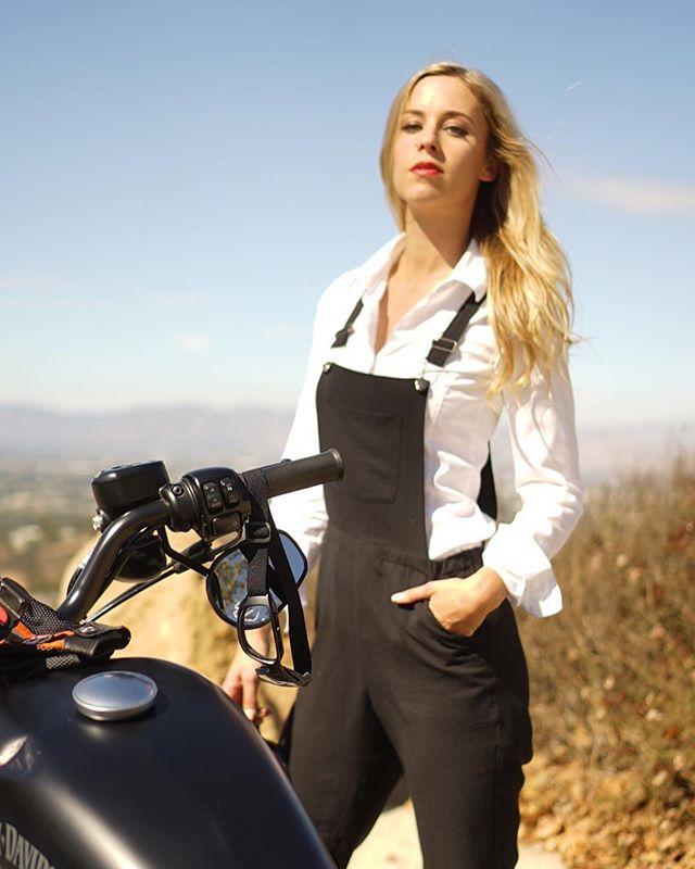Riding with the gents. 🕴🏼 . . . . . . . . . . . . #dgrla #gentlemansride #movember #dgr2018 #harleygirl #bikerchick #getoffyourphone #harleydavidson #sportster #883iron